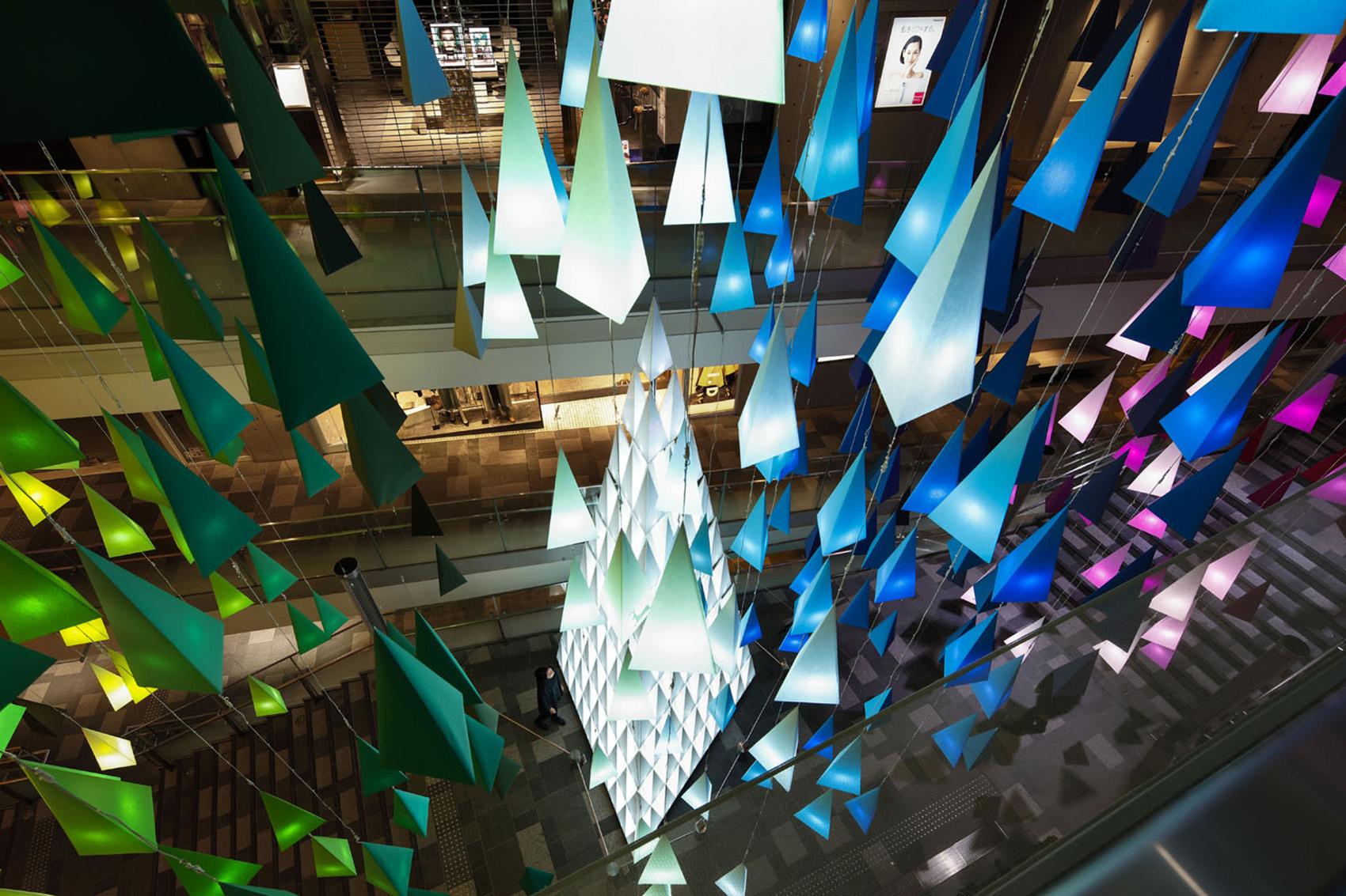 """东京表参道Hills购物中心的照明""""艺术""""展"""