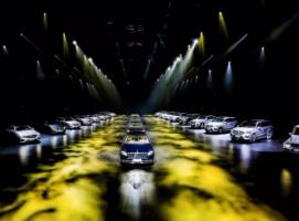 梅赛德斯-奔驰,穿越时空主题发布会案例赏析